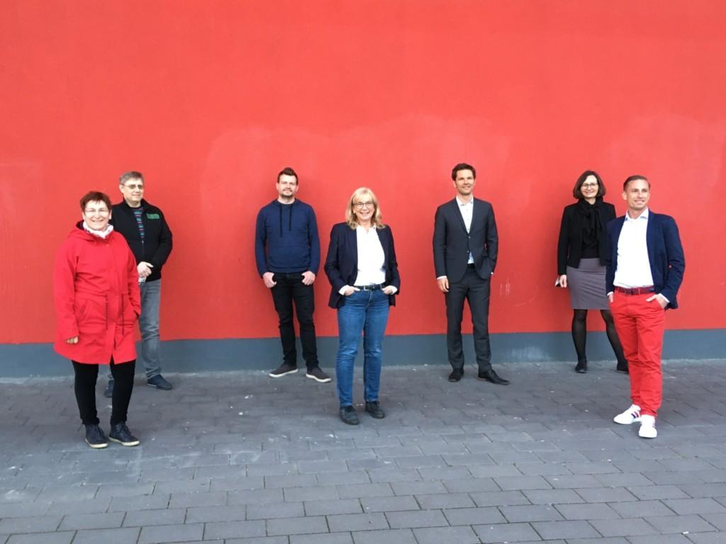 Kandidieren für die Region: Ulrike Duffing, Michael Klie, Philipp Graen, Petra Rudszuck, Steffen Krach (als Regionspräsident), Brigitta Miskovic und Angelo Alter (von links):