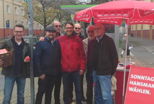 Bild vom Wochenmarkt-Besuch von Marc Hansmann und Herbert Schmalstieg