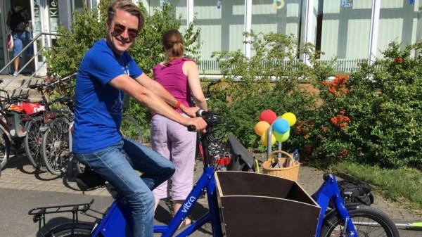 Unser Bezirksbürgermeister Henning Hofmann auf dem neuen Lasten-Pedelec