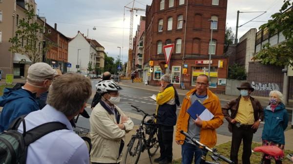 Besichtigung der Kreuzung Breithaupt-/Scheidestraße: Die Zurücksetzung der Einmündung der Breithaupt- in die Scheidestraße hat für mehr Verkehrssicherheit gesorgt.